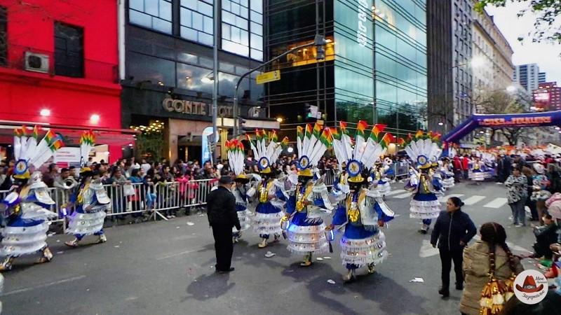 Оказалось, что это Боливия привезла в Буэнос Айрес свой  знаменитый карнавал Оруро