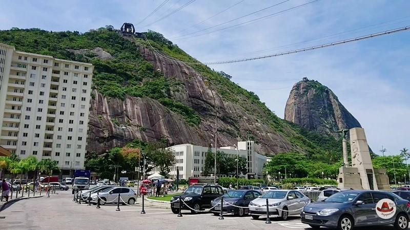 Так выглядит гора со стороны касс.