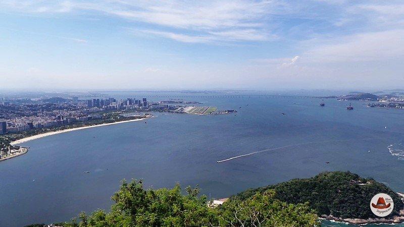 Вид с горы на залив Гуанабара.
