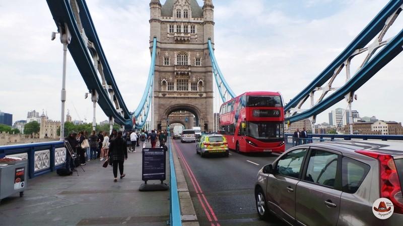 Движение по мосту всегда интенсивное.