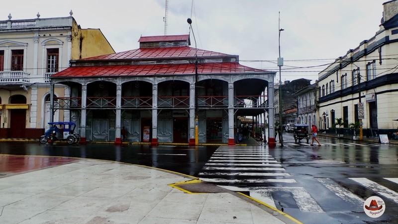 Железный дом, построенный по проекту Эйфеля в центре Икитоса.Икитос город в Амазонии.