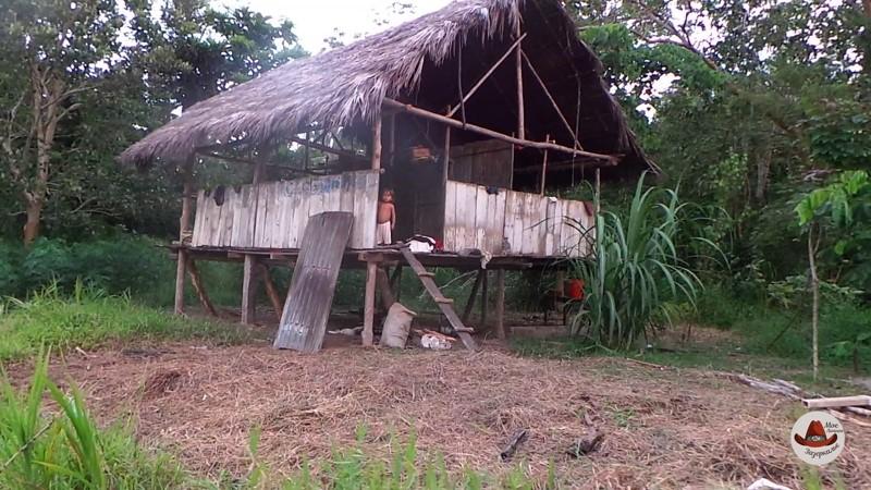 Некоторые дома совсем без окон и дверей. Главное крыша.