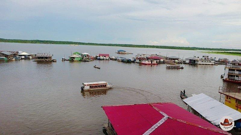 Жилые кварталы на плотах. Амазонка.