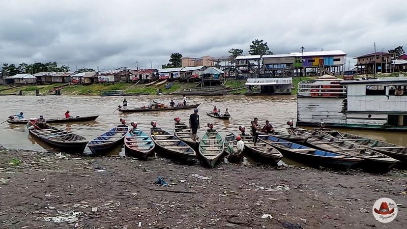 Один из притоков Амазонки в черте города.