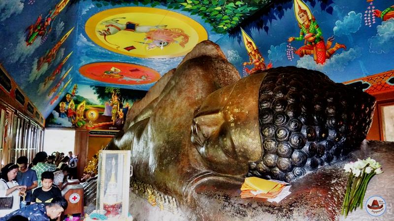 Будда выточенный в камне