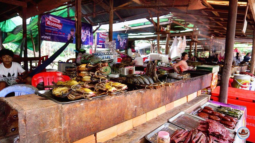 Пном Кулен священная гора КамбоджиУличная еда.