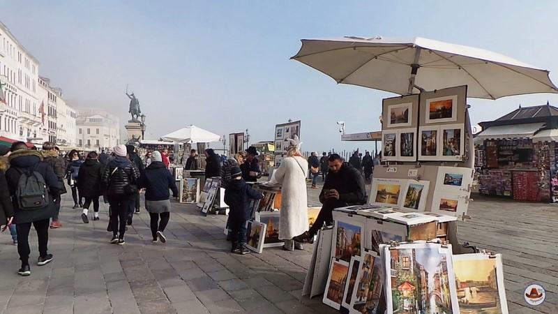 Венецианская набережная с художниками