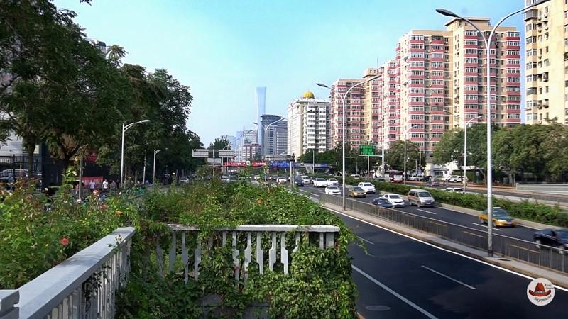 Так выглядит район, где находиться рынок старины в Пекине при выходе из станции метро.