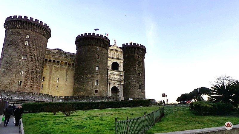 Замок Кастель Нуово