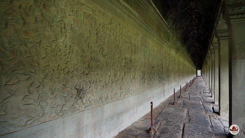 Длинные коридоры в Ангкор Ват