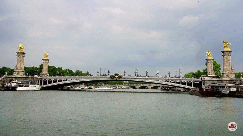 Мост Александра ТретьегоНабережная Сены и 37 мостов в Париже.
