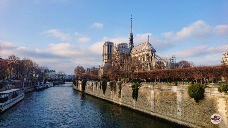 Знаменитый на весь мир парижский Нотр-Дам